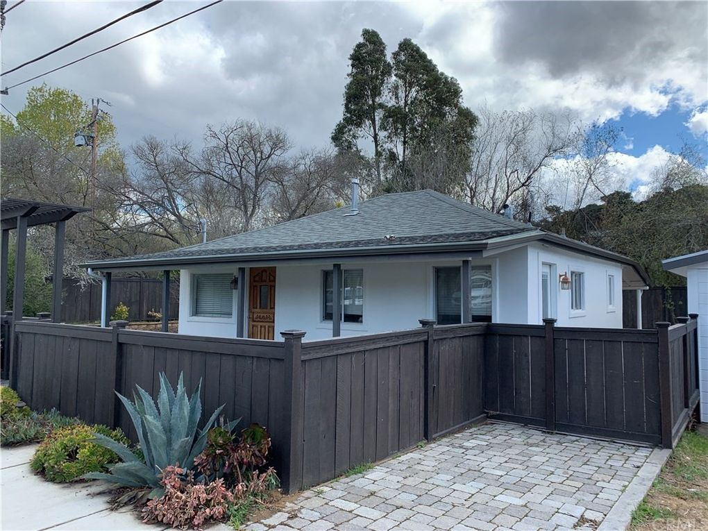 370 Tally Ho – IN ESCROW!!
