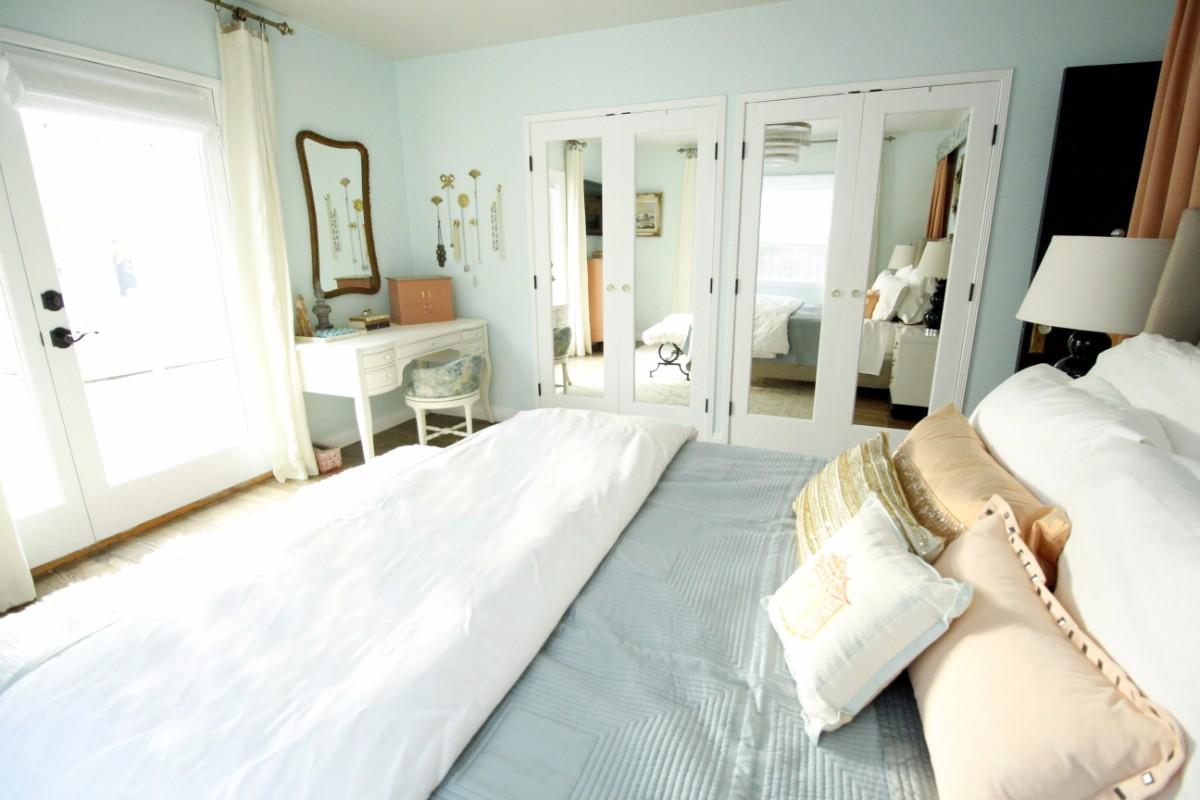 mercedes, vintage, peach, baby blue, mint, west elm, pasadena, 151 Mercedes, guest bedroom, bedroom, interior design, hgtv, Marilynn Taylor, property sisters