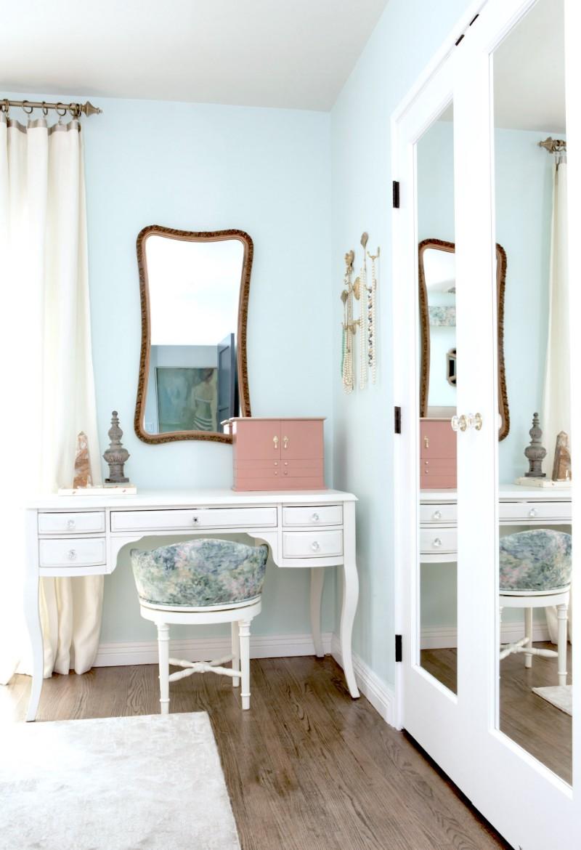 pottery barn, vanity, makeup, mercedes, vintage, peach, baby blue, mint, west elm, pasadena, 151 Mercedes, guest bedroom, bedroom, interior design, hgtv, Marilynn Taylor, property sisters