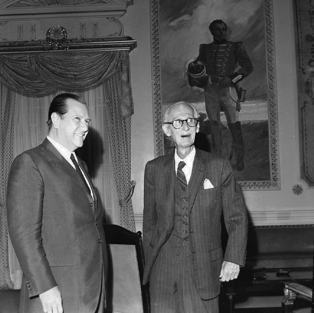 Rafael Caldera y Eleazar López Contreras. Palacio de Miraflores, 1969.