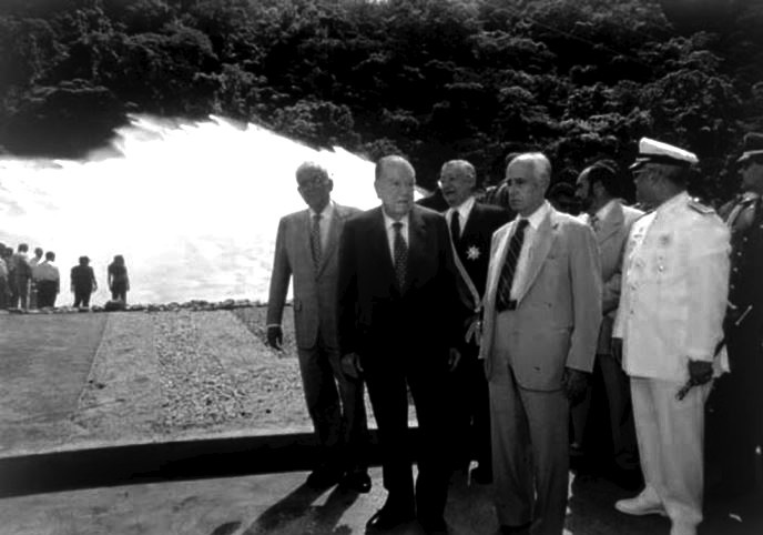 Rafael Caldera inaugurando Represa de Taguaza 1998