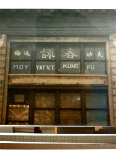 moy yat sign