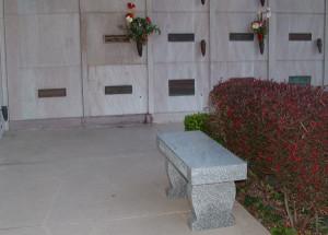 Marilyn-Monroe-Memorial-Bench-3