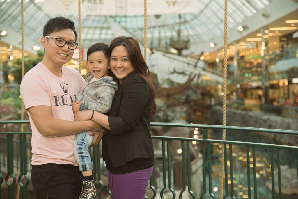 001-West Edmonton Mall Santa Maria Family Portraits-