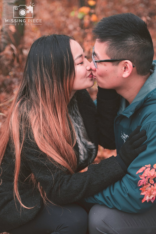 Edmonton-fall-couple-engagement-portrait-photographer-_0023