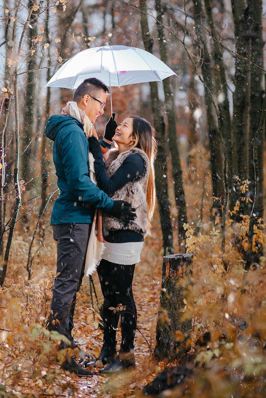 Edmonton-fall-couple-engagement-portrait-photographer-_0025