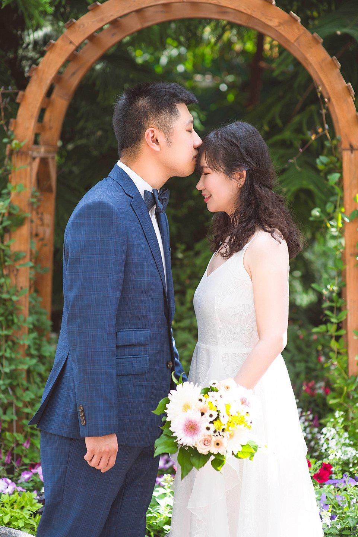 JJ spring-Edmonton-small-wedding-Muttart-venue-_0000