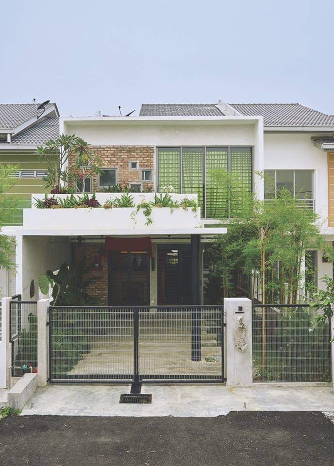 Basic Selangor Double Storey Terrace House Is Transformed Into A Modern Classic Masterpiece Courtyard House By O2 Design Atelier Homedecomalaysia