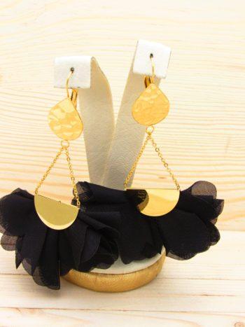 arete dorado flores negro