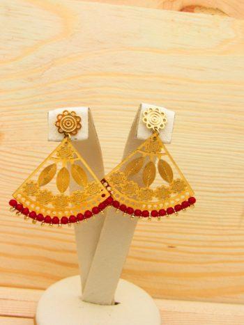 arete dorado cristales rojo