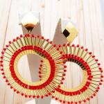 aretes dorado mostacilla rojo