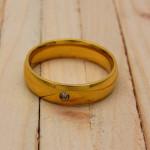 anillo dorado zircones blanco