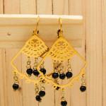 Arete dorado cristales negro SKU2421