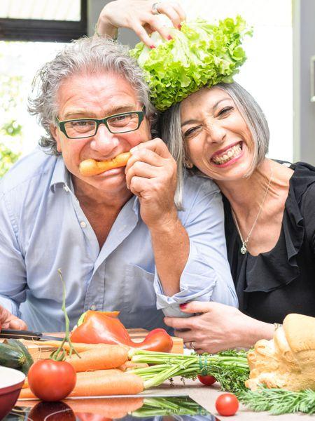 diabetic couple eating healthy