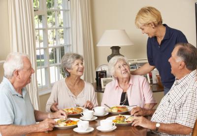 seniors eating together