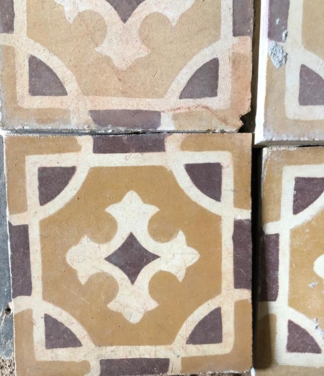Ladrilhos hidráulicos encontrados nos trabalhos de restauro