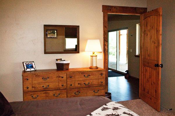 Lower Floor Queen Bedroom - River View Lodge 2