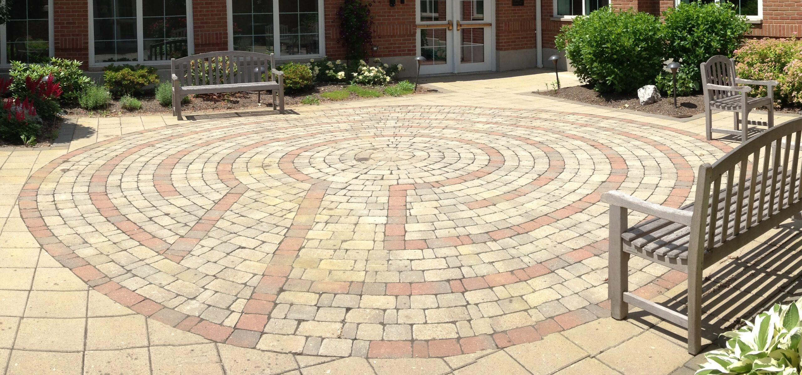 labyrinth close