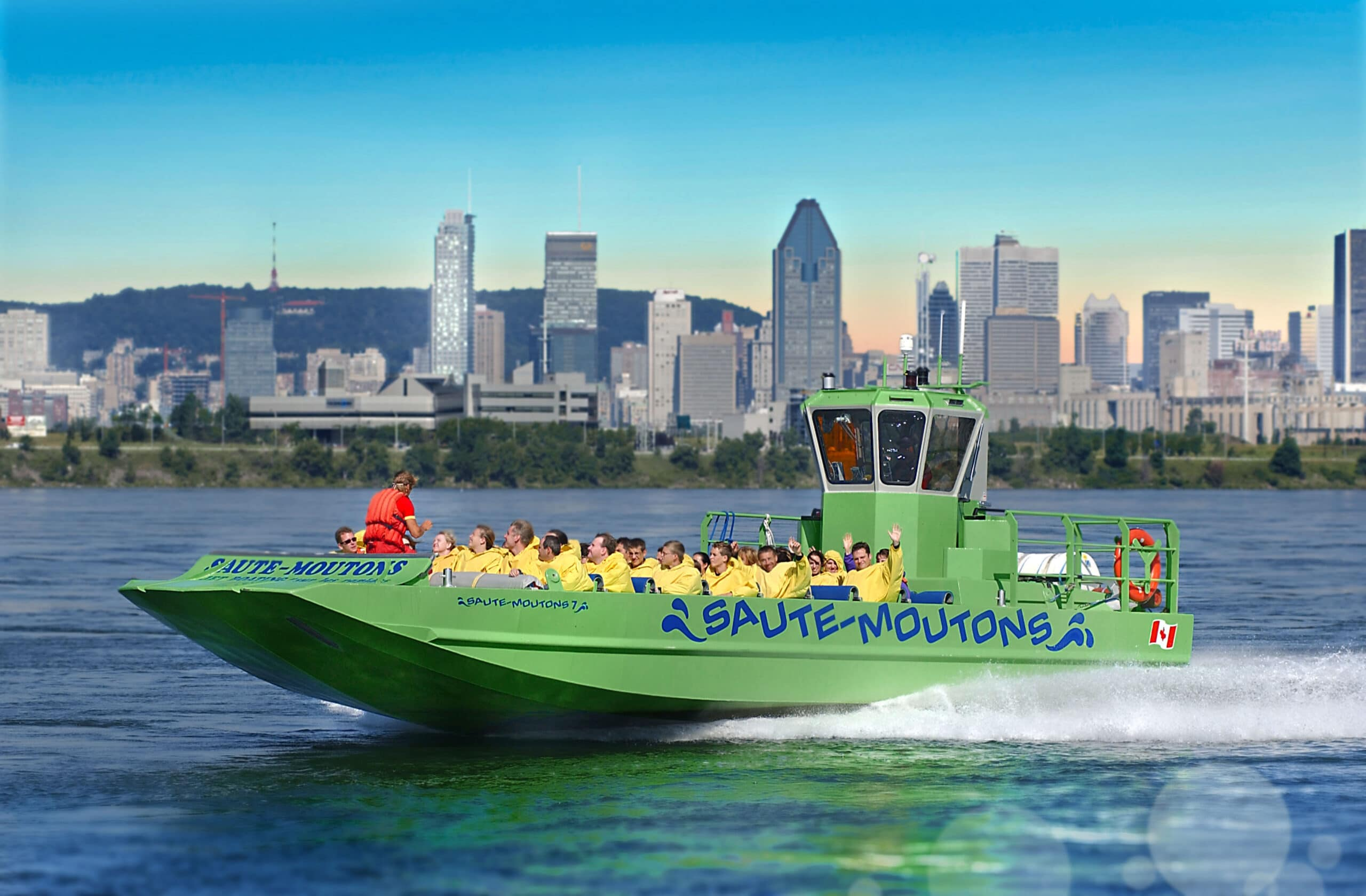 Saute-Moutons_green-boat-in-front-of-Montreal-landscape