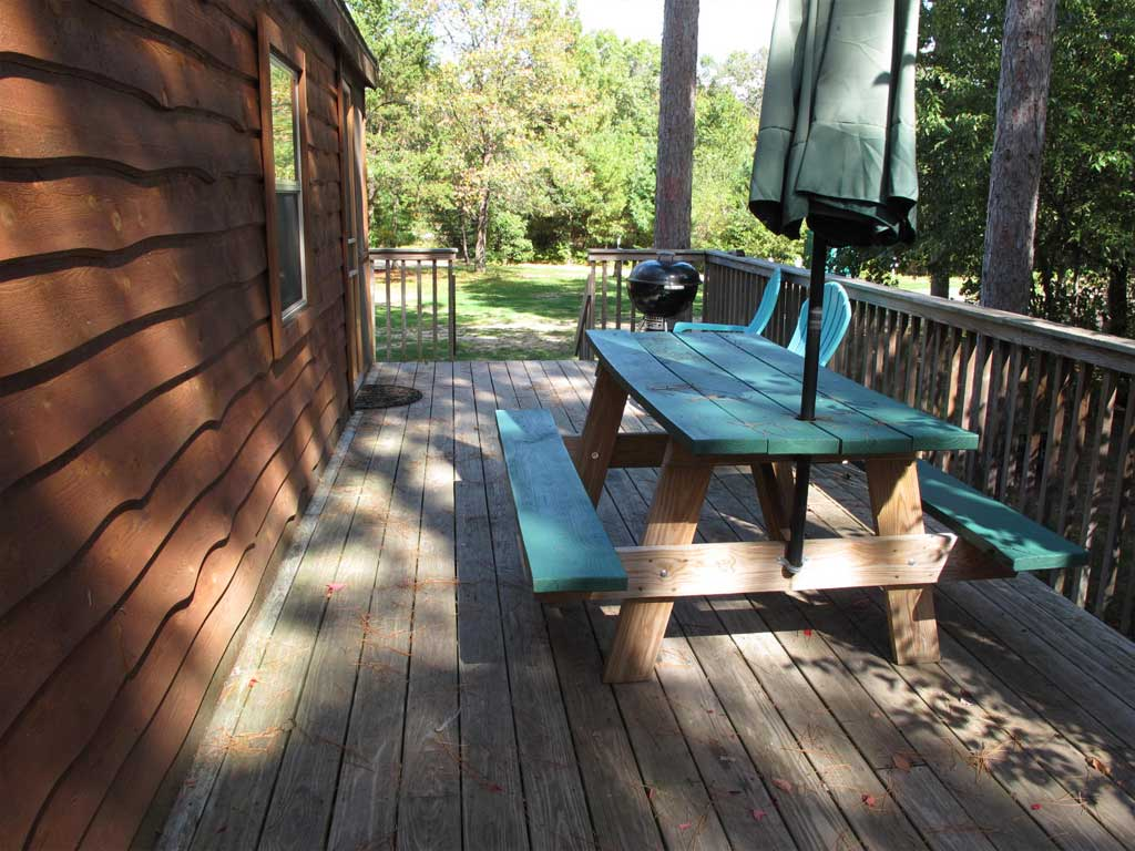 Park Model 1 Deck and Picnic Table