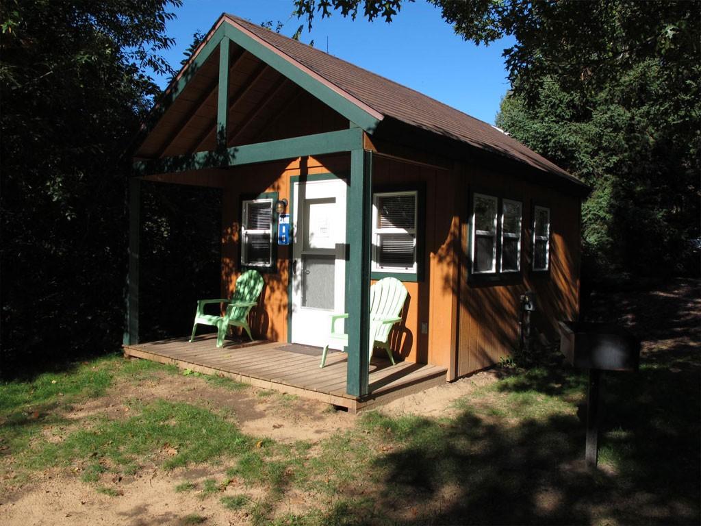 Rustic Cabin R18 Exterior