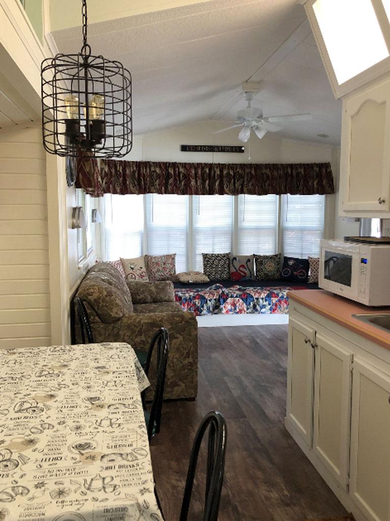 Smokey Hollow Park Model 98 Dining Room