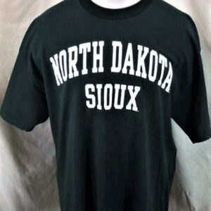 North Dakota Fighting Sioux (XL) Retro College Apparel Spell Out T-Shirt (Front)