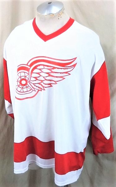 Vintage CCM Detroit Red Wings (XL) Retro NHL Hockey White Knit Jersey (Side)
