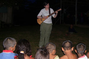 Sarah singer songwriter visits La Libertad
