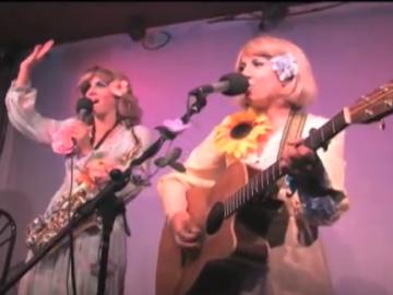 """Vickie & Nickie perform """"Proud Mary"""""""