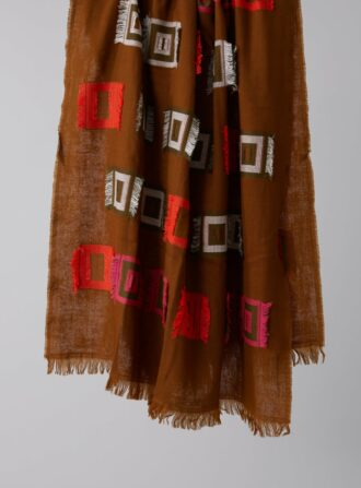 closed graphic jacquard scarf
