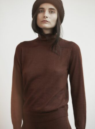 wolhide layering mock neck currant