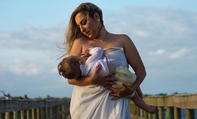 woman breastfeed baby postpartum diet