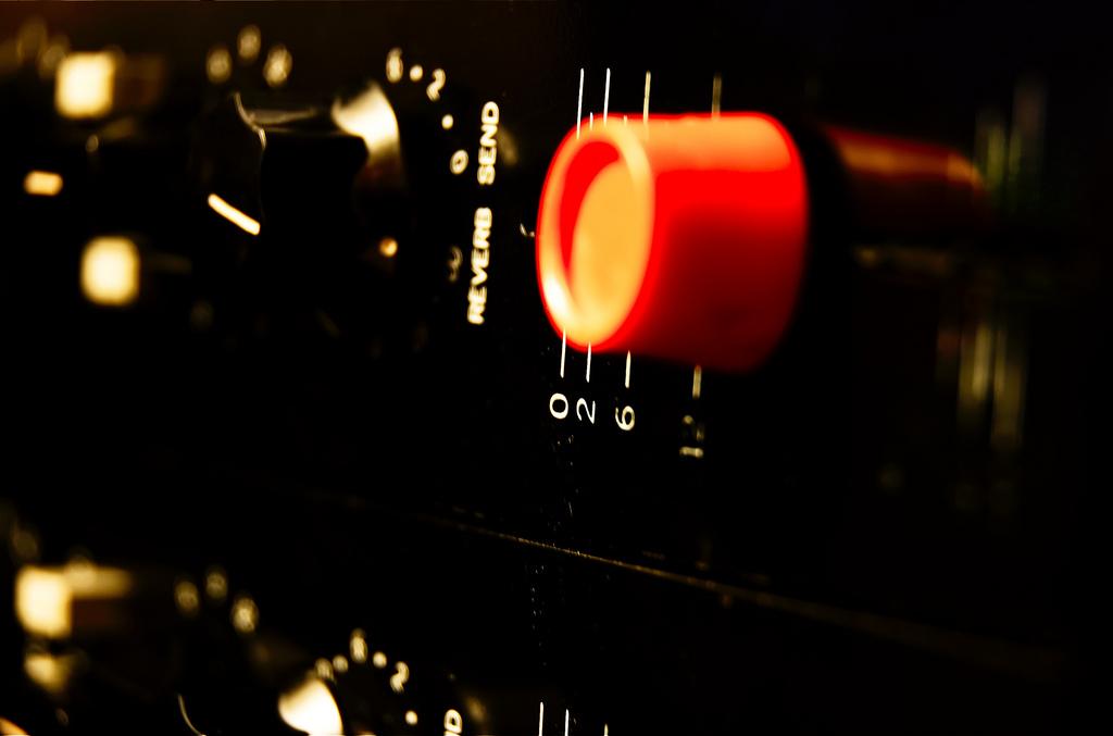L-401 Vintage Console