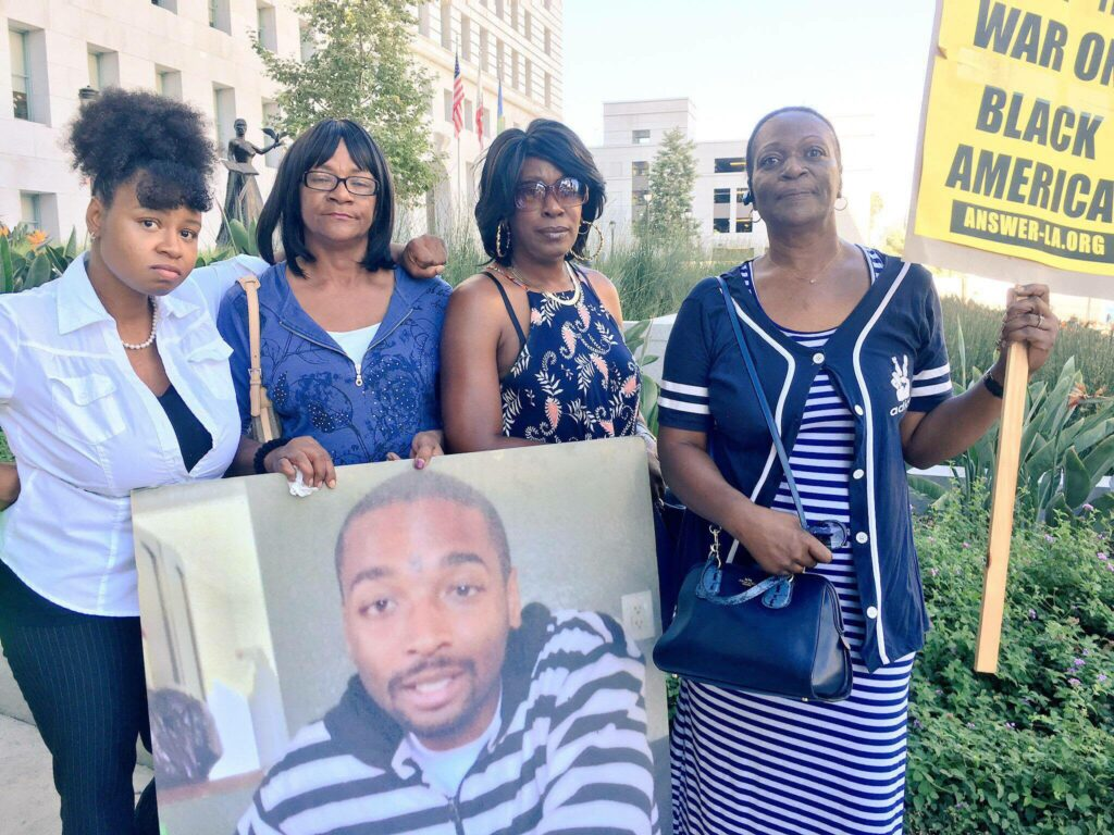 8/16- Alice Corley, the mother of Lionel V. Gibson Jr.; Tritoba Ford, the mother of Ezell Ford; and Pamela Fields the mother of Dante Jordan, and Keyanna Celina at a protest outside the office of Dist. Atty. Jackie Lacey.