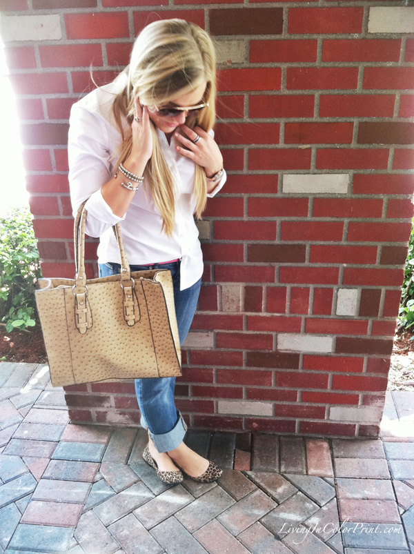 Rolled up jeans, white shirt, leopard flate
