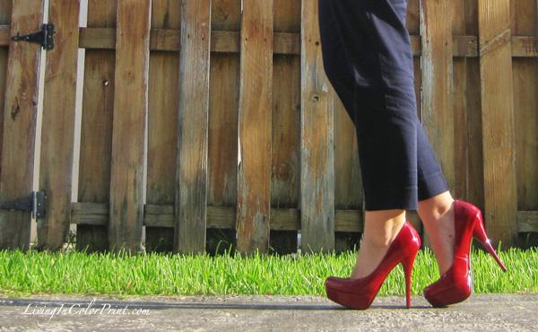 Nautical summer looks, red pumps, navy crop pants