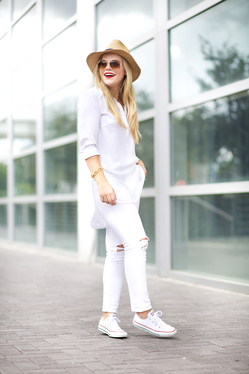 casual all white summer outfit