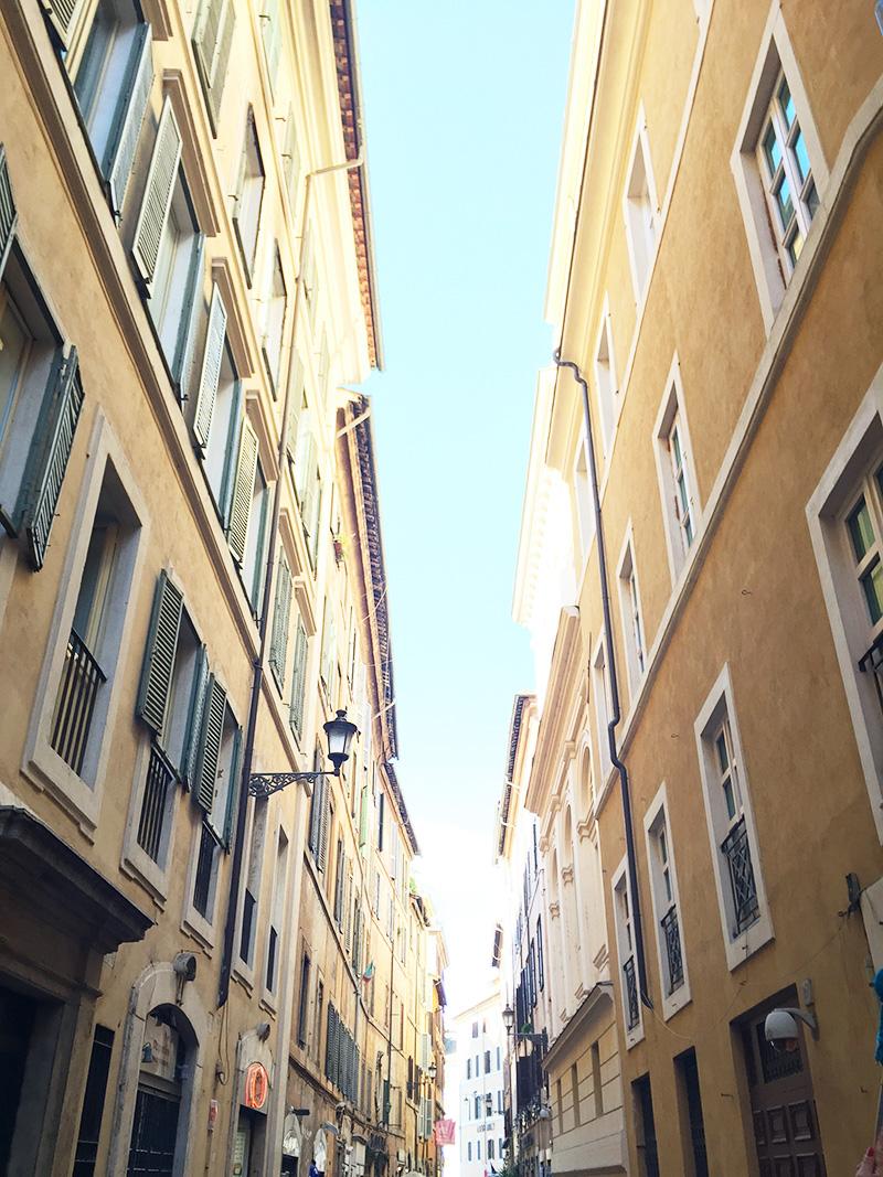 Italian alleyway in Rome
