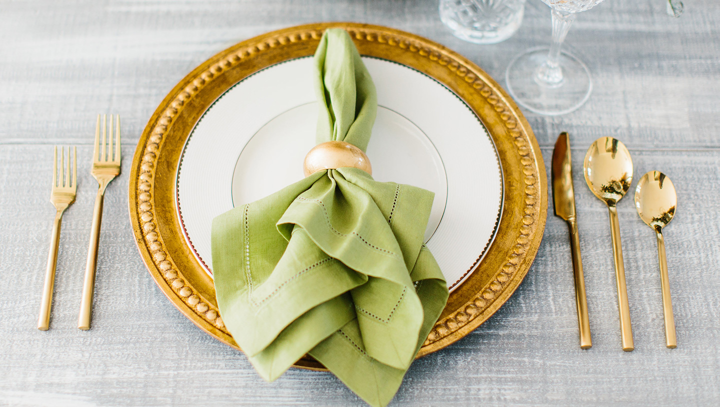 Holiday Tablescape | Bright Green + Gold
