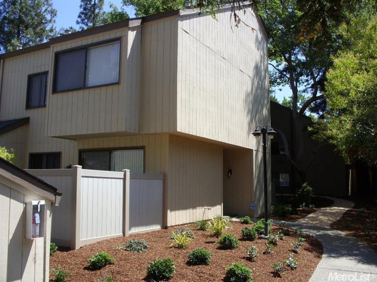520-4 Woodside Oaks