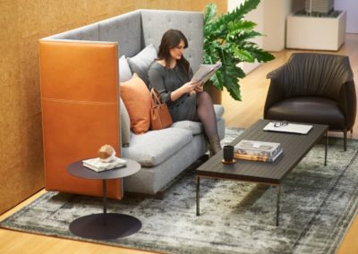 HaworthHealthEnv-GranTorino-sofas-female-employee-5727
