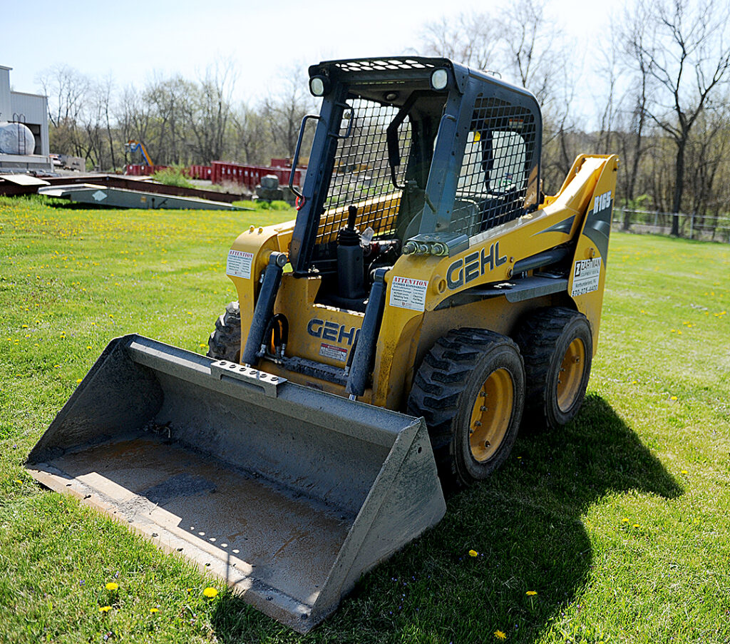 Gehl R 165 Skid Loader Rental