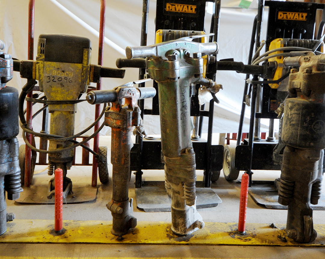 Various sizes of jack hammers for rent