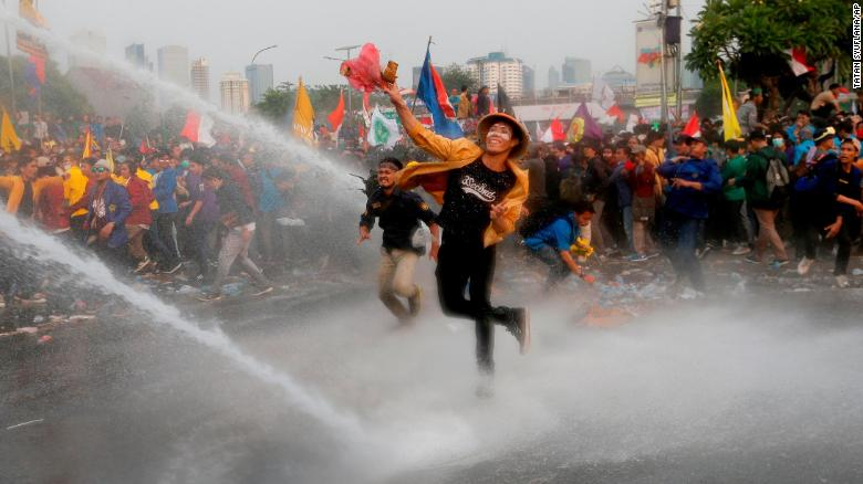 190924213909-02-indonesia-student-protest-0924-exlarge-169