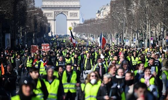 yellow-vests-1088240