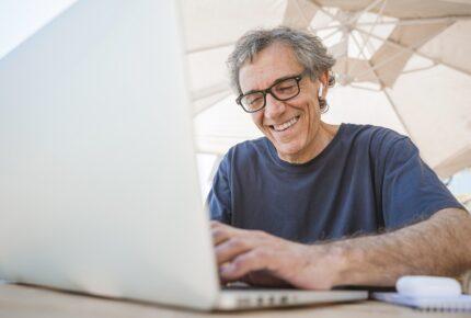 programa para empregar pessoas mais velhas