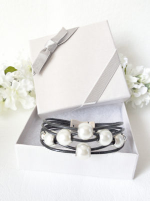 Black Leather Pearl Bracelet comes delivered to you in a beautiful gift box.
