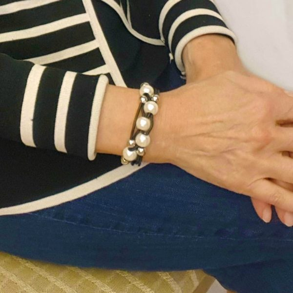 Black Leather and Pearl Bracelet with magnetic clasp