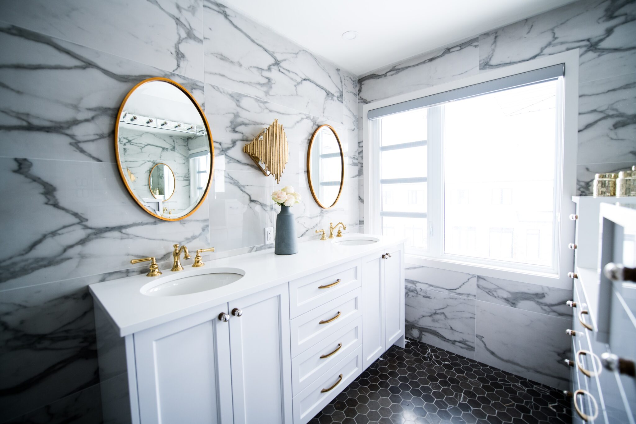 gold accent and hardware for a glamorous bathroom design